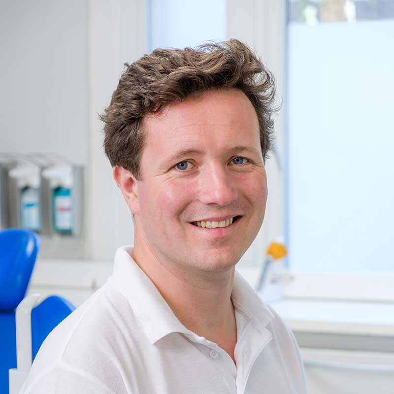 Steven Lolkema, tandarts in de Rivierenbuurt (Amsterdam-Zuid), eigenaar van Tandartsen Rooseveltlaan.