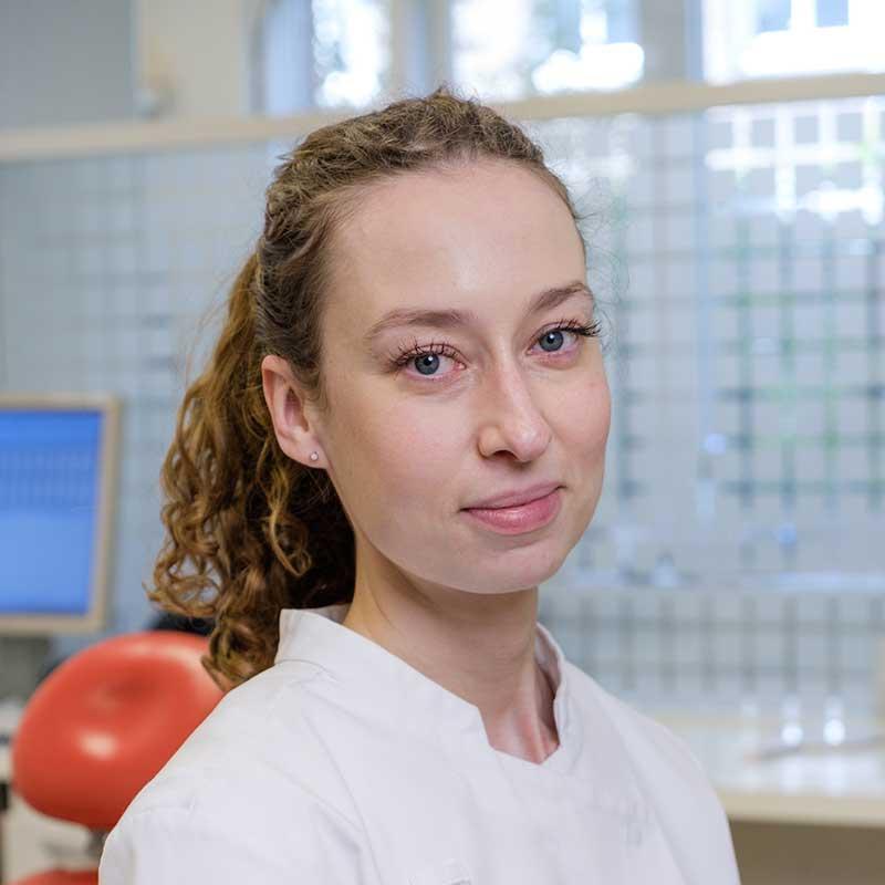 Suzanne de Jong is mondhygiënist bij Tandartsen Rooseveltlaan in Amsterdam-Zuid (Rivierenbuurt)