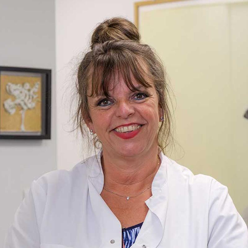 Kitty Schenk, tandarts- en balieassistent bij Tandartsen Rooseveltlaan (Rivierenbuurt, Amsterdam-Zuid)