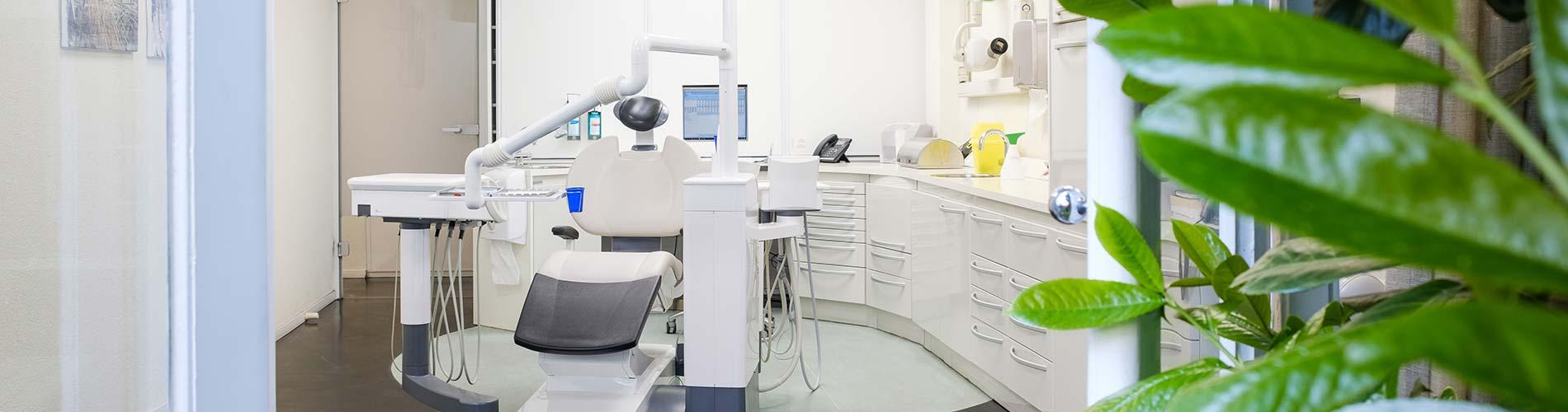 Tandarts Rivierenbuurt (Amsterdam): behandelkamer op de Rooseveltlaan.