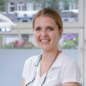 Eline van der Meulen werkt als tandarts in de Rivierenbuurt (Amsterdam-Zuid), bij Tandartsen Rooseveltlaan